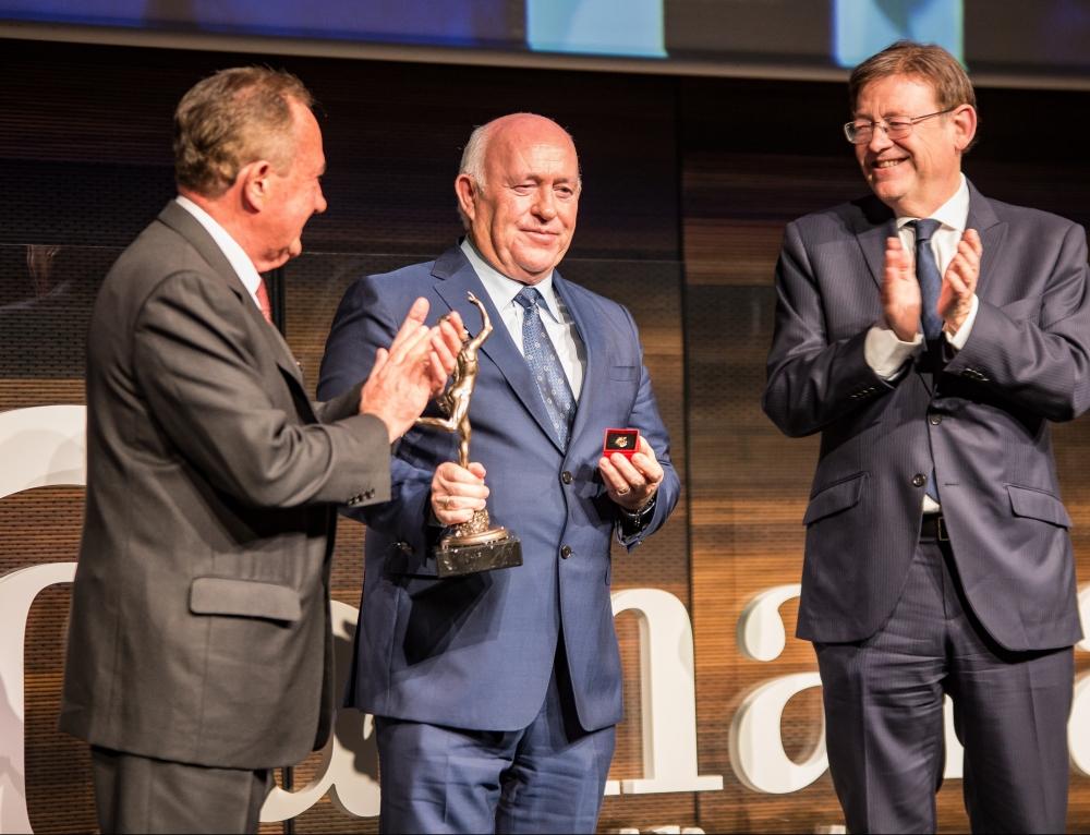 El vicepresidente de Grupo Soledad, Joaquín Pérez, recibe la medalla de Oro y Brillantes de la Cámara de Comercio de Alicante